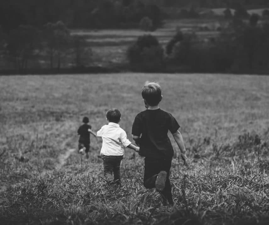 Giochi di una volta, bambini attivi, giochi sportivi, sedentarietà, aria aperta